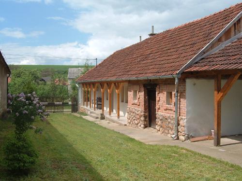 huis aan de zijkant met deel van de tuin