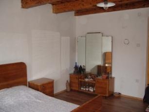 Een kaptafel in de grote slaapkamer