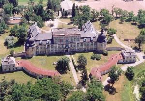 Luchtfoto van het kasteel in Edelény