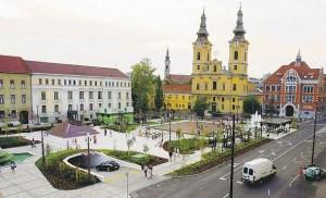 Miskolc - Heldenplein met de Minorieten-kerk op de achtergrond