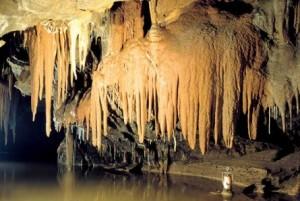 Stalactieten in de grotten van Aggtelek