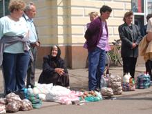 provisorische markt op straat in Beregszász (Beregovo) Oekraïne